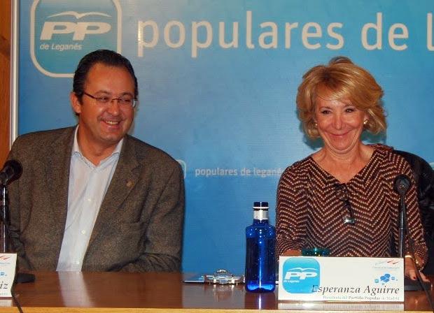 Jesús Gómez y Esperanza Aguirre en 2011 durante la I Escuela de Formación del PP de Leganés