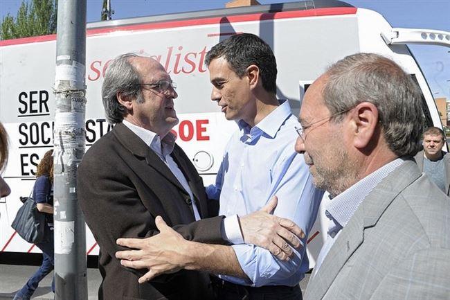 Ángel Gabilondo, Pedro Sánchez y el alcalde Manuel Robles este domingo en Fuenlabrada