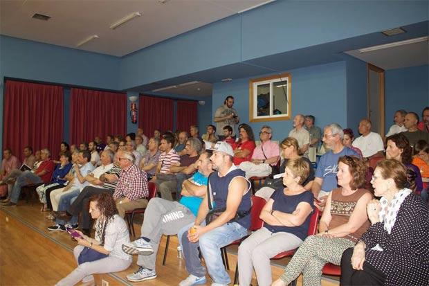 Asamblea de vecinos convocada por Ahora Getafe en el Centro Cívico de Buenavista