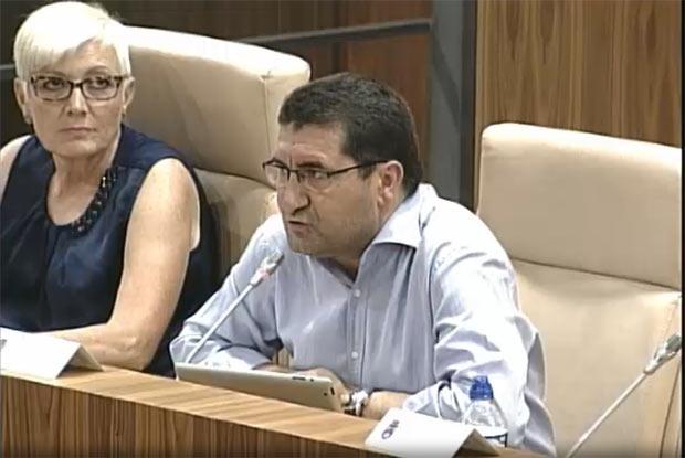 El portavoz del grupo municipal socialista,  Pedro Atienza