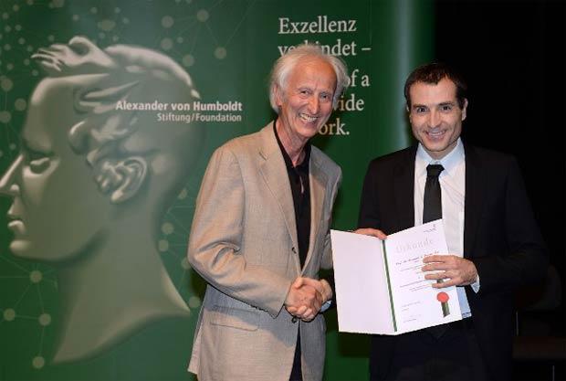 Fernando Tomás Maestsre, en 2015,  recibiendo el premio de Investigación Humboldt